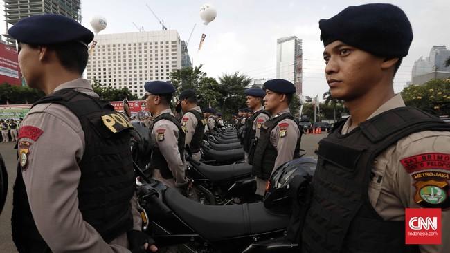 Apel dipimpin langsung oleh Kapolda Inspektur Jenderal Moechgiyarto. Ia berharap malam lebaran, tak ada gangguan berarti di Jakarta.(CNN Indonesia/Safir Makki)