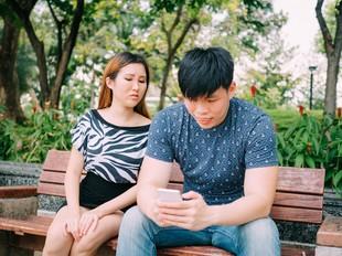 Takut Ketahuan Istri, Pria Ini Suap Staf Toko Agar Ponselnya Tetap Rusak
