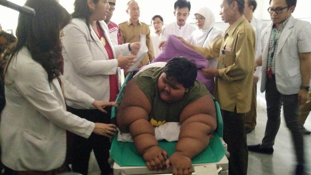 Foto: Dilatih Ade Rai, Begini Transformasi Bocah Obesitas Arya Permana