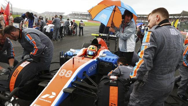 Nasib Rio Haryanto terus memburuk. Pada seri kesepuluh di GP Inggris, Rio untuk kali ketiga musim ini gagal finis. Rio tergelincir di lap ke-24. (Manor Grand Prix Racing Ltd)