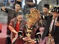 Todung Mulya Lubis Ikut Manortor di Pernikahan Kahiyang-Bobby