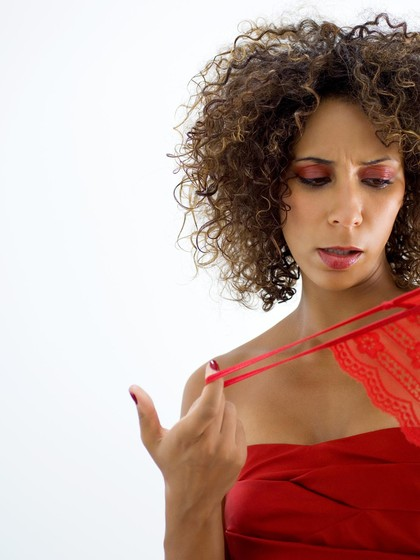 Wanita Ini Minta Cerai karena Suami Suka Pakai Underwear Istri
