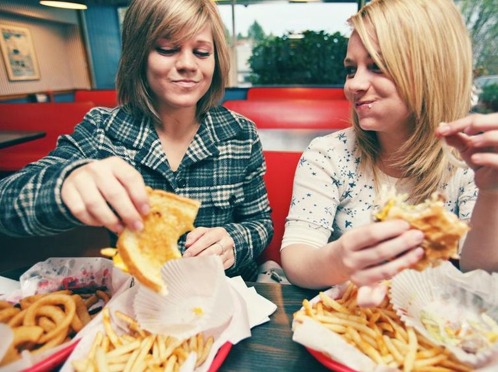 Kebiasaan Makan Terburu-buru Tingkatkan Risiko Obesitas
