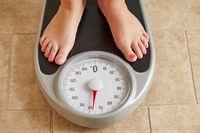 Saat putus orang akan mengalami dua kecenderungan, antara berat badannya turun atau bisa malah bertambah. Seorang dokter, dr Cwanza A. Pinckney mengatakan bahwa orang yang lebih mudah menurunkan berat badan, ketika putus akan mengalmi penurunan berat badan yang cukup cepat. Begitu pula sebaliknya, orang yang berat badannya mudah naik cenderung akan naik secara drastis ketika putus. Foto: ilustrasi/thinkstock