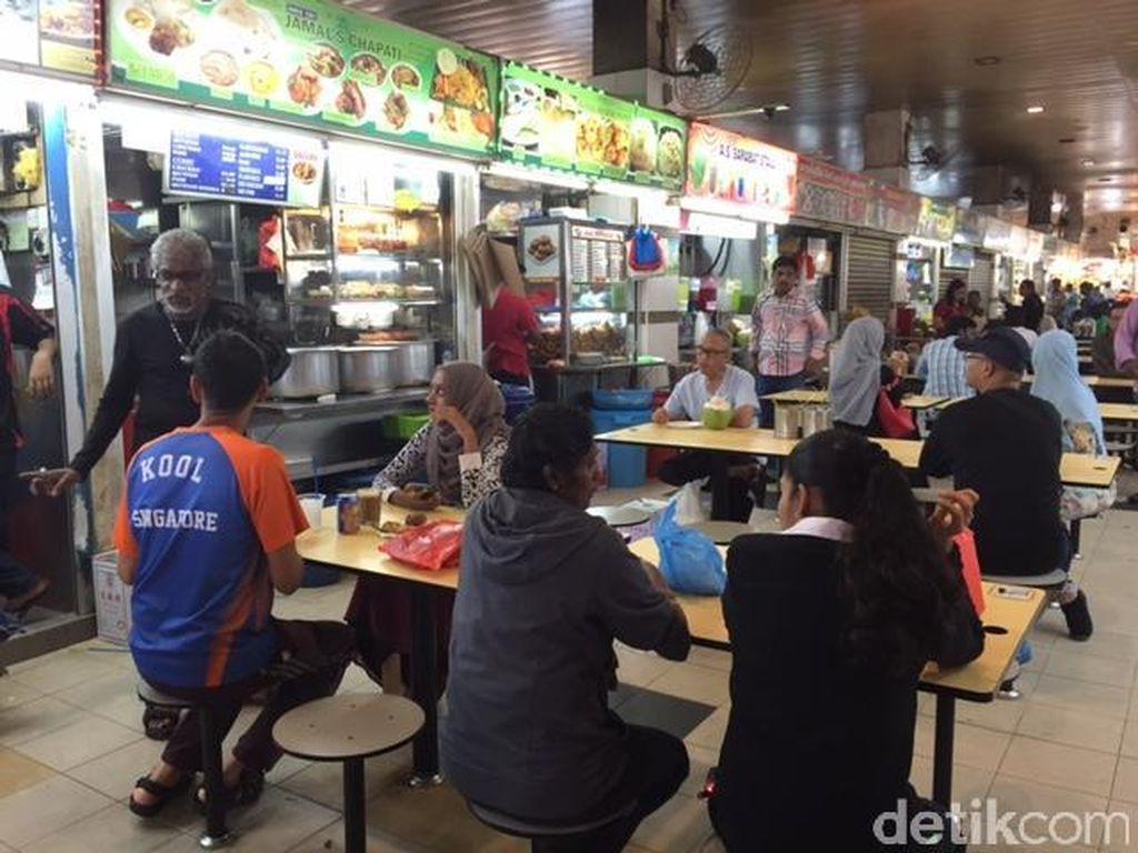 Mampir ke pusat jajanan, bersiaplah mengisi perut. Karena buka sejak pagi, banyak orang Singapura mendatangi Tekka Centre untuk sarapan. Foto: dok. detikFood
