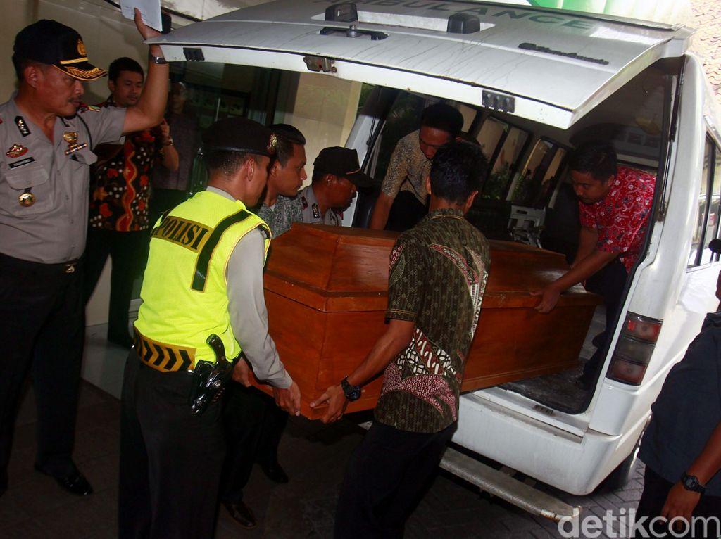 Jenazah tiba di rumah duka St Carolus, Salemba Raya, sekitar pukul 11.00 WIB, Jumat (29/7/2016).