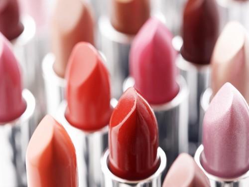 7 Rekomendasi Lipstik yang Tak Mudah Luntur untuk Silahturahmi Lebaran