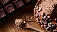 Cocoa nibs atau biji cokelat yang dipanggang adalah camilan sehat yang dapat Anda konsumsi kala menjalankan diet ketogenik. Dalam 100 gramnya ditemukan hanya 3,6 gram net karbo. (Foto: Thinkstock)