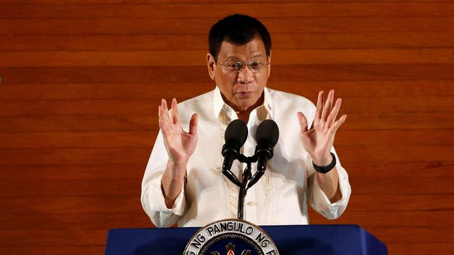 Sebut Uskup Idiot, Duterte Minta Warga Tak ke Gereja