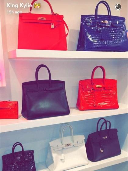Punya Banyak Tas Birkin, Kamar Kris Jenner Seperti Butik Hermes