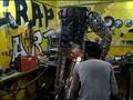Seniman Irak Ubah Kepingan Logam Buangan Jadi Karya Seni