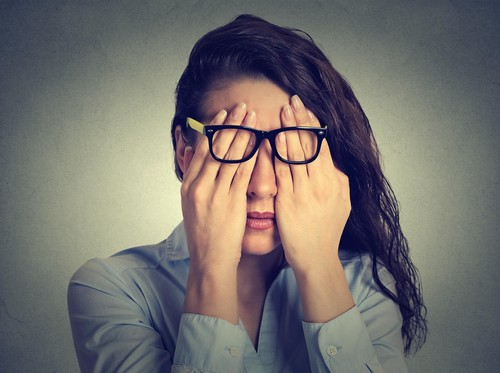 10 Cara Mudah Mencerahkan Area Mata yang Gelap