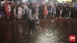 Beda Pengunjung Festival Musik Outdoor dan Indoor