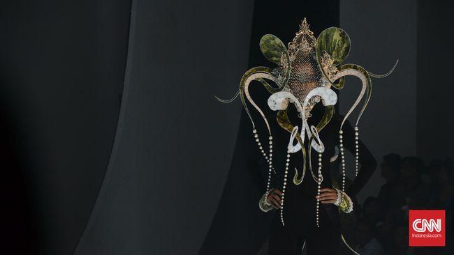 Indonesia Raya di Panggung Mode Surakarta
