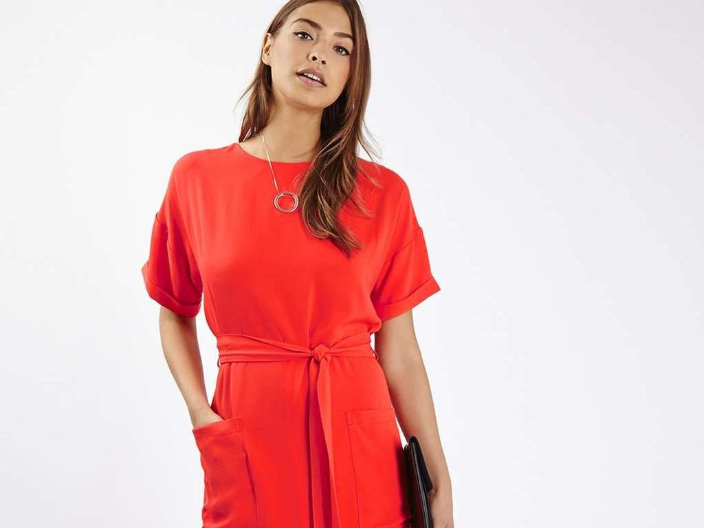 Editors Choice: Lebih Percaya Diri Saat Wawancara Kerja dengan Dress Merah