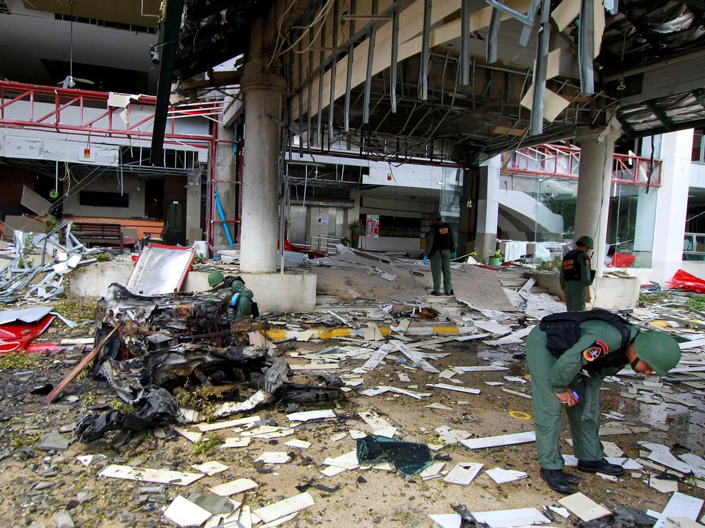 Ledakan kedua, yang berkekuatan besar dan dilaporkan berasal dari truk pikap, meledak sekitar pukul 23.00 waktu setempat. Surapan Boonthanom/Reuters.