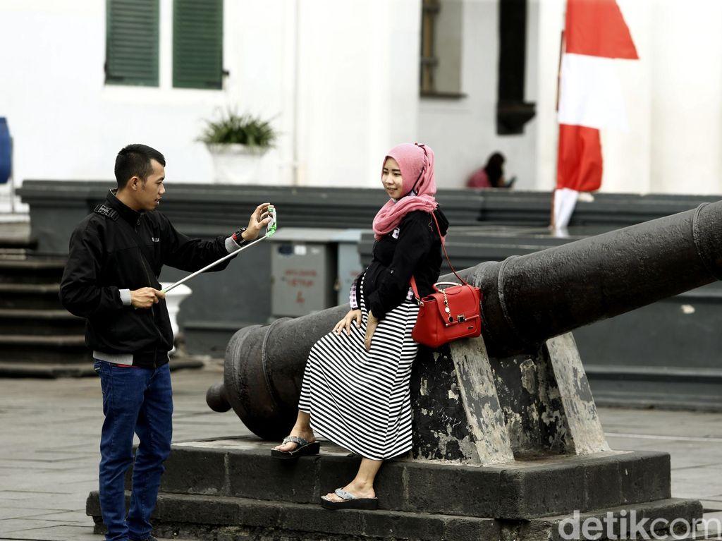 Hingga kini Kota Tua masih menjadi idola tempat rekreasi warga Jakarta dan sekitarnya.