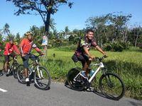 Bersepeda juga termasuk olahraga aerobik yang dapat meningkatkan kekuatan otot kaki. Rutin bersepeda dapat menurunkan risiko terkena penyakit diabetes. (Foto: Nike Rahmawati/d'Traveler)