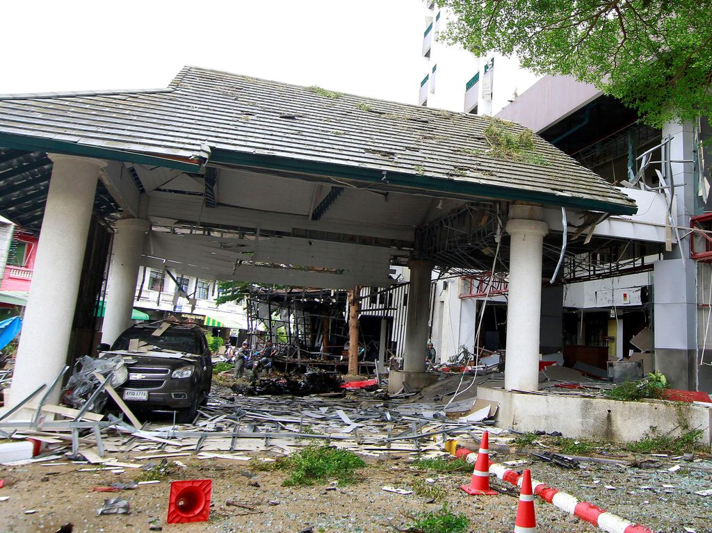 Seperti dilaporkan media lokal Thailand, Bangkok Post, Rabu (24/8/2016), kedua ledakan bom terjadi di dua lokasi terpisah dengan selisih waktu 20 menit. Surapan Boonthanom/Reuters.