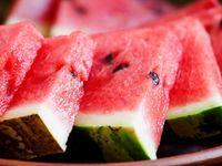 Semangka mengandung senyawa antioksidan tinggi yang dapat membantu mencegah kerusakan kulit akibat sinar ultraviolet. (Foto: iStock)