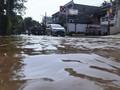 Hujan Sebentar, Genangan Air Rendam Jalan Kemang Utara