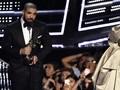 Drake Masih Beri Persembahan Khusus untuk Rihanna