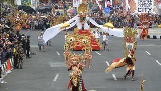 Jokowi: Jember Fashion Carnaval Tak Kalah dengan Pasadena
