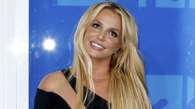 Rawat Ayah, Britney Spears Tunda Album Baru