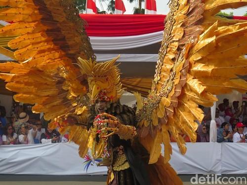 Foto: Garuda Hingga Barong, 10 Kostum Terunik Jember Fashion Carnaval 2016