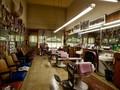 Cerita Tukang Cukur Pangkas Separuh Rambut Saat Listrik Padam