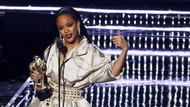 Cuplikan Perdana Film Rihanna-Childish Gambino Beredar