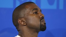 Kanye West Jual Baju 'Kebaktian' Standar Tapi Mahal
