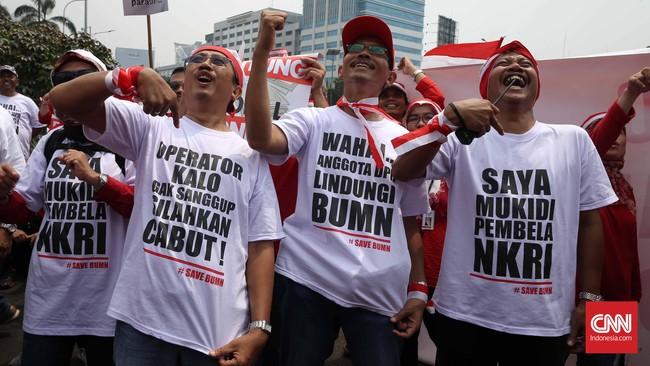 Berdasarkan perhitungan Telkom, tarif interkoneksi naikdi angka Rp285 atau lebih tinggi Rp35 dari tarif saat ini. Sementara Menkominfo Rudiantara berencana menurunkannya sebesar 26 persen, dari Rp250 menjadi Rp204. (CNN Indonesia/Safir Makki)
