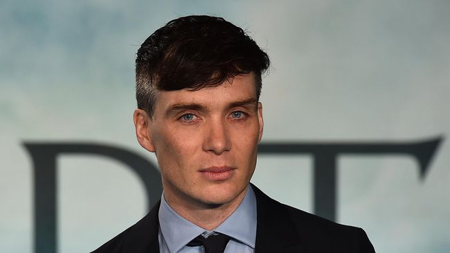 'Tommy Shelby' Peaky Blinders Tampil di Video Vokalis Savages