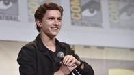 Rampung Syuting, Tom Holland Pamer Kostum Baru Spiderman