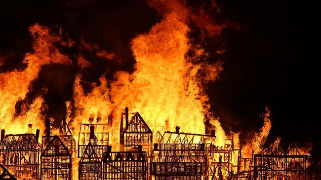 Polsek Ciracas Kebakaran, 8 Unit Damkar Diturunkan