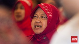 Risma Sebut Masalah Sampah di Jakarta Menakutkan