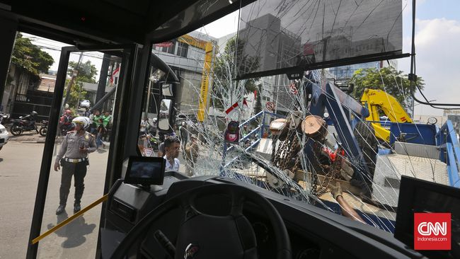 Bus dan Truk Kecelakaan di KM 50 Tol Jakarta-Cikampek