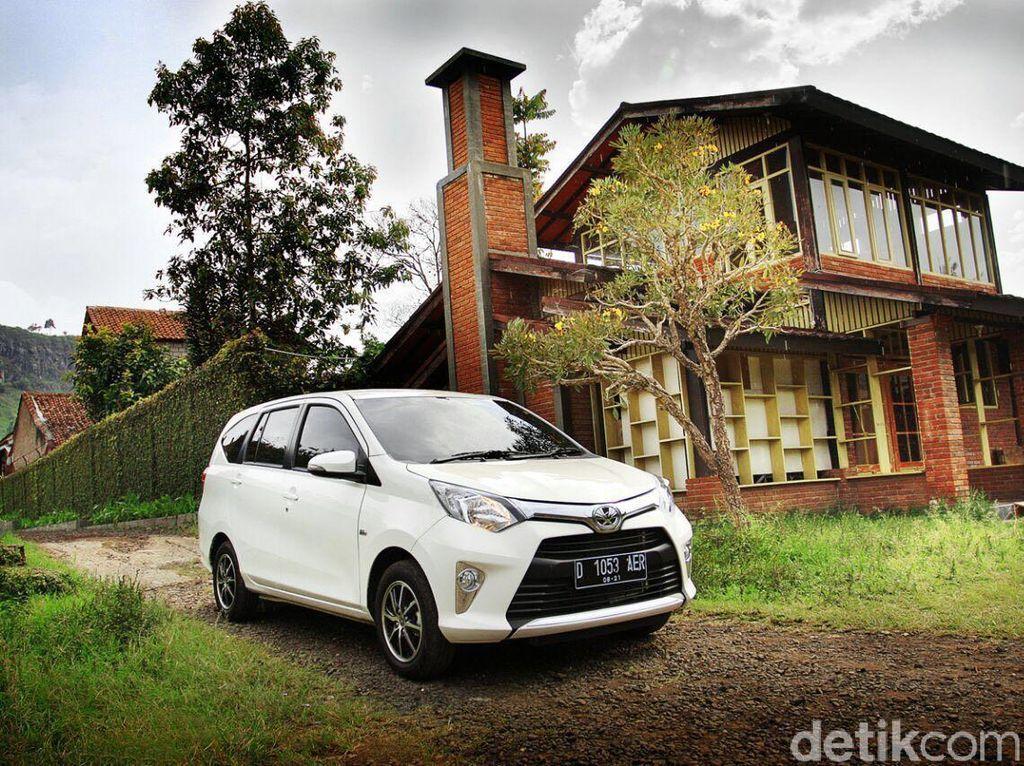 Dua tipe Toyota Calya dijual di bawah Rp 150 juta. Toyota Calya 1.2 E M/T harganya Rp 138.850.000 dan 1.2 G M/T Rp. 144.400.000. Foto: Toyota Astra Motor