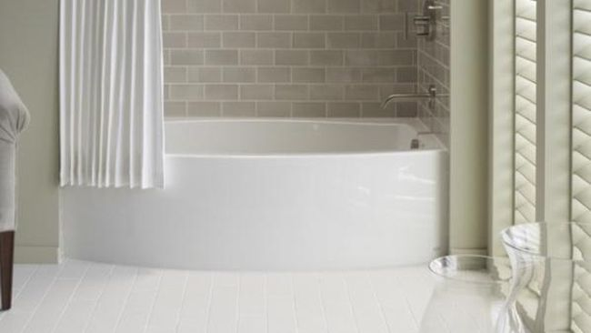 Desain Dapur Sempit Memanjang  trik jadikan kamar mandi mungil terlihat lapang