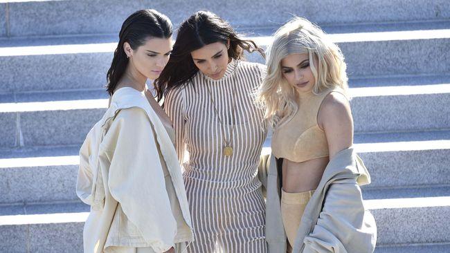Halloween, Kardashian-Jenner Jadi Bidadari Bersayap