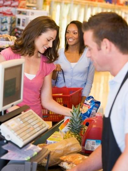 Dengar Musik House Hingga Belanja Malam, 6 Tips Hemat ke Supermarket