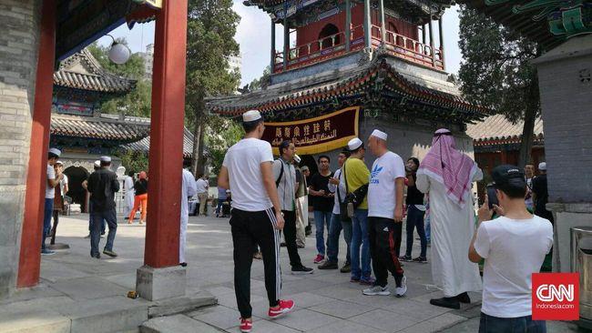 Ratusan Etnis Muslim Hui China Protes Pembongkaran Masjid