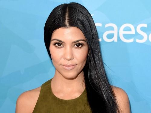 Kourtney Kardashian Hanya Pakai Maskara Merek Ini Selama 15 Tahun