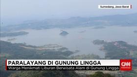 Paralayang di Gunung Lingga