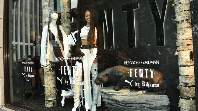 Rihanna Ajak 'Marie Antoinette' ke Gym di Paris Fashion Week