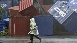 Dahsyatnya Topan Meranti di Taiwan, Peti Kemas Beterbangan