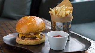 Tokyo Siapkan Burger Emas Raksasa Sambut Kaisar Baru