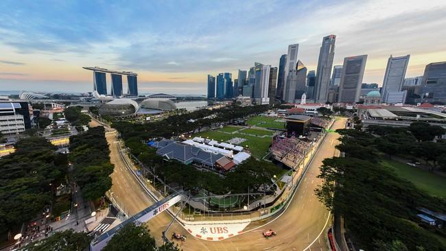 Selain Monaco, Formula 1 GP Singapura pun sering dinanti-nantikan para pebalap dunia karena akan mengombinasikan sirkuit jalanan (street race) dan juga keindahan lanskap futuristik negara pelabuhan tersebut. (AFP PHOTO / Danial Hakim)