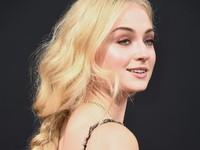 Sophie Turner Gunakan Gel Siput untuk Hilangkan Kantung Mata